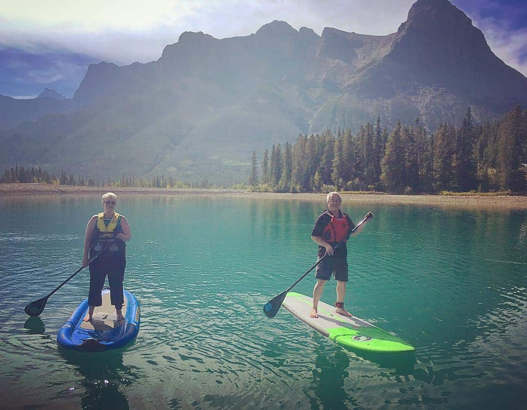 Great day to get out of the office for some #standuppaddling on Canmore Reservoir. Thanks to E=Mc2 for booking a great event and to @bowvalleysup for hosting. It was my pleasure to arrange, I look forward to planning more! #guidemebanff #getoutside #workinglunch #neverstopexploring #standuppaddle #mountains#lakes #explorealberta #canmore #imagesofcanada #mountaincultureelevated