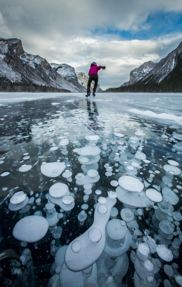 Ice_Skating_Lake_Minnewanka_2016_Paul_Zizka_2_Vertical